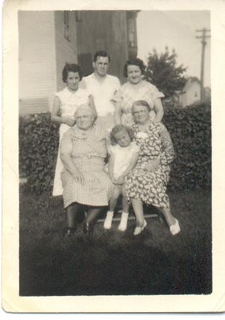 Borghild, Arthur, Margaret<br /> Jennie, Lois, Hansine