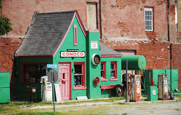 Globe/T. Rob Brown<br /> Route 66 in downtown Commerce, Okla.