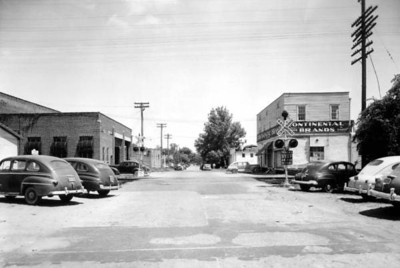 12th Street and Hubbard Street. The Kelly Furniture Warehouse is located on the left. Courtesy of the State Archives of Florida, Florida Memory, http://floridamemory.com/items/show/52856