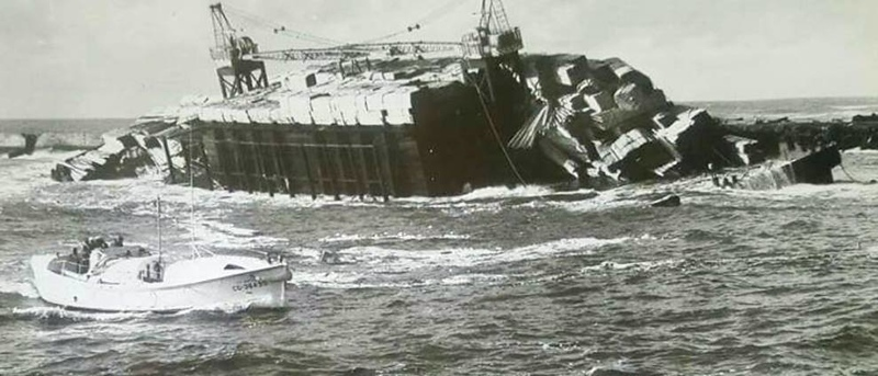 1964 Bandon Oregon Ceder Barge Refloated and Cargo Delivered By Salvage Chief