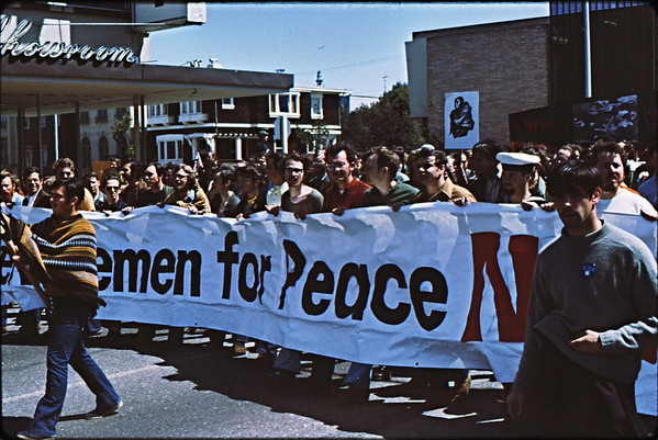 4*Sat, Apr 24, 1971<br /> People: Servicemen for Peace<br /> Subject: banner<br /> Place: San Francisco, CA<br /> Activity: peace protest<br /> Comments: