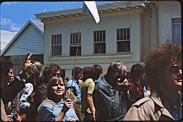 4*Sat, Apr 24, 1971<br /> People: protestors<br /> Subject: old ladies in windows<br /> Place: SF<br /> Activity: peace march<br /> Comments: