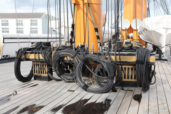 Main mast and ropes