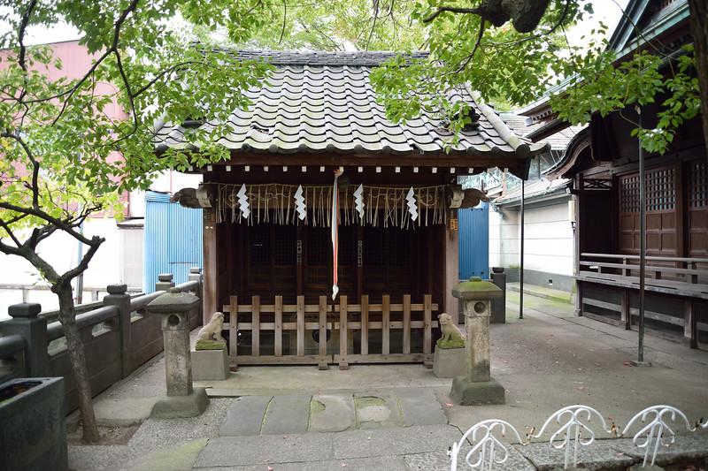氷川神社脇の神社