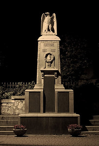 Schatten der Vergangenheit I  Memorial for the fallen of the first world war in Delligsen/Germany  creativecommons - by-nc-nd