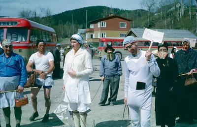 Karnevalsbilde tatt på rutebilstasjonen