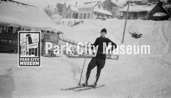 Bud Wright poses with his skis near his home on Hillside Avenue, ca.1922 (Image: digi-5-15, Emmett Wright Collection)