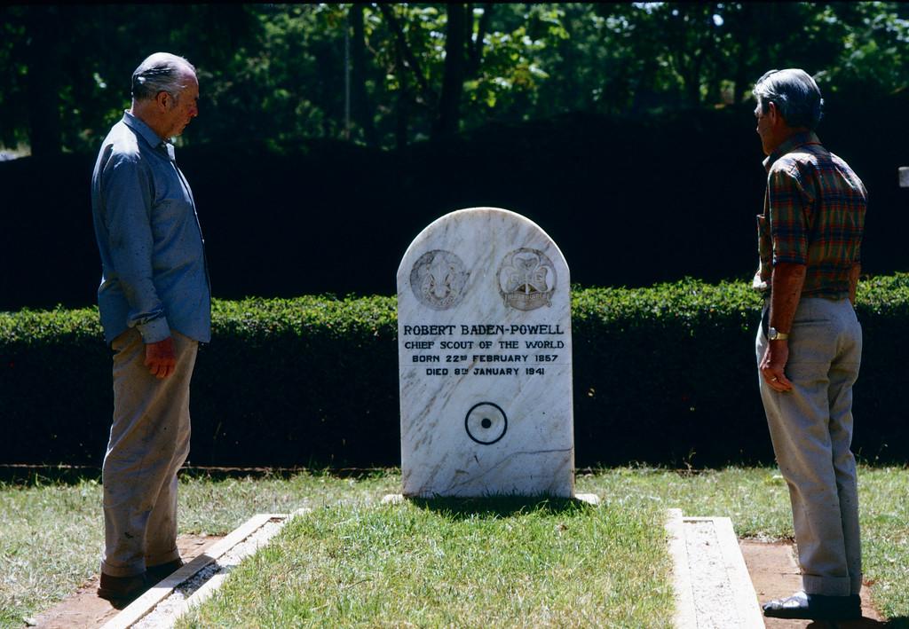 Ørnulf ved Lord Baden-Powells grav