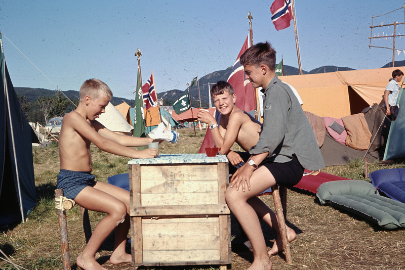 Sukker er alltid populært<br /> Landsleir i Bodø og i 1966 (tror jeg)
