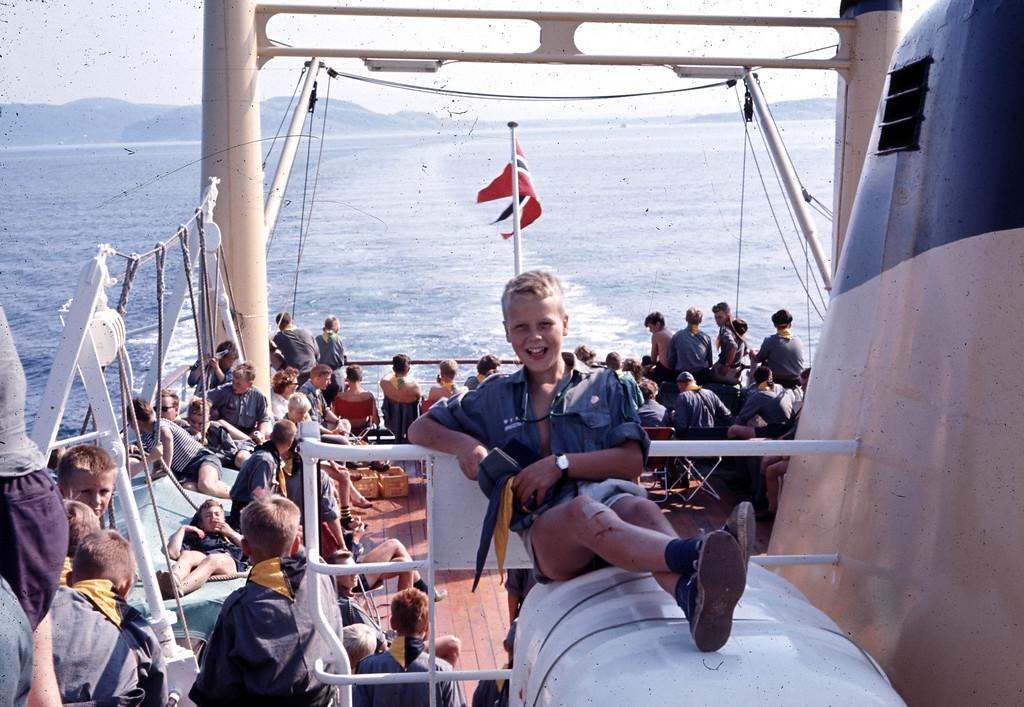 Avslappende reise<br /> Jeg regner med at det er på vei til Landsleir i Bodø og da var årstallet 1966