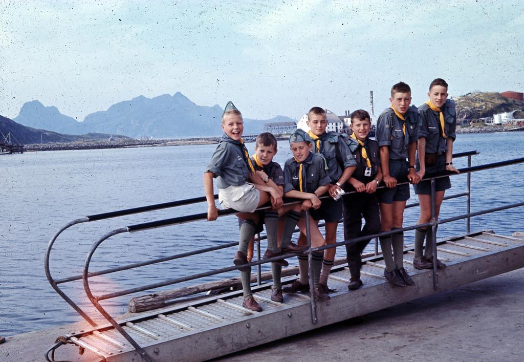 Jeg regner med at det er på vei til Landsleir i Bodø og da var årstallet 1966