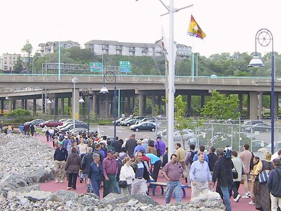 THE GREAT WALK TOWARD THE INDIAN VILLAGE OF CHKOUDUN (Maliseet Chief) (Thousand of people from many cultures (French, English and others) are in Saint John to rejoice of this 400th birthday)
