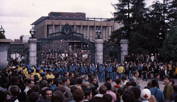 4*Wed, Feb 19, 1969<br /> *People: cops, crowd<br /> Subject: who's boss here? <br /> *Place: sather gate<br /> Activity: <br /> Comments: stand-off.  What's next?