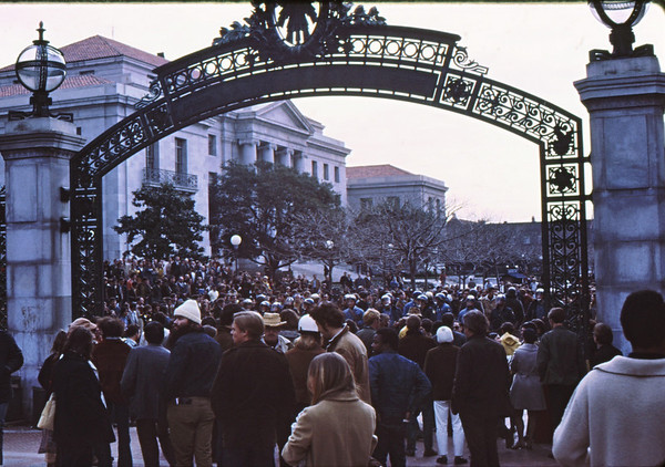 3*Thu, Jan 30, 1969<br /> *People: crowd<br /> Subject: <br /> *Place: Sather gate<br /> Activity: <br /> Comments: crowd got bigger