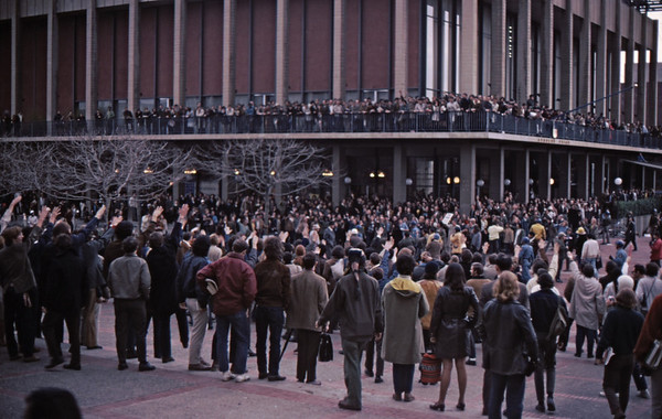 4*Wed, Feb 19, 1969<br /> *People: crowd, cops<br /> Subject: salute<br /> *Place: Sproul Plaza<br /> Activity: twlf<br /> Comments: 2 story balcony packed