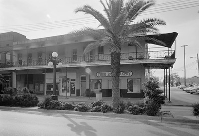 1. GENERAL VIEW SHOWING FRONT NORTH FACADE - Gutierrez Building, 1603 East Seventh Avenue, Tampa, Hillsborough County, FL -- Ybor Bakery