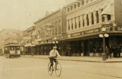 A Tampa messenger boy in March 1933