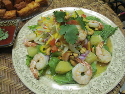mango salad with grill shrimp