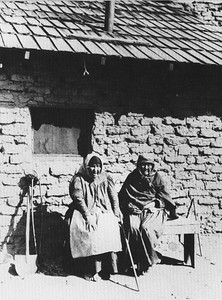1830, Tongva Women