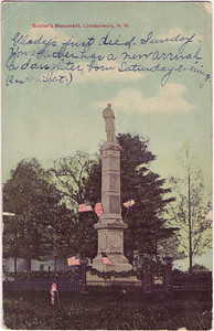Soldiers_Monument_Flags