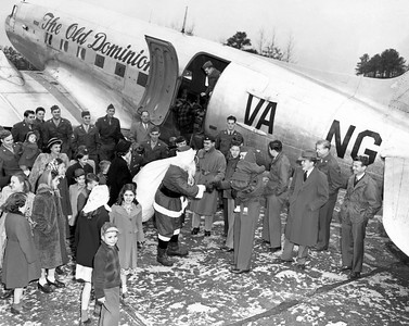 C-47A 43-15558 The Old Dominion Santa 001 KK A copy