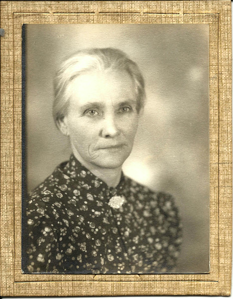 1. Nellie Jane Wells was born on August 16, 1883 west of West Plains in the Cureall community.