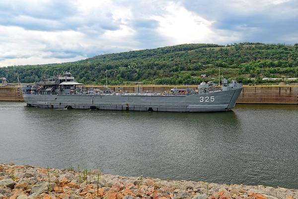 LST325