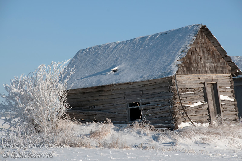 An old shed in the snow and hoar frost