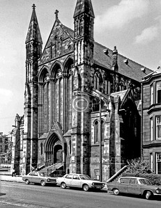 Pollokshields-Kenmure Church (originally Pollokshields U.P., W.F.McGibbon, 1883), Leslie St, demolished after a fire in 1983.    June 1975