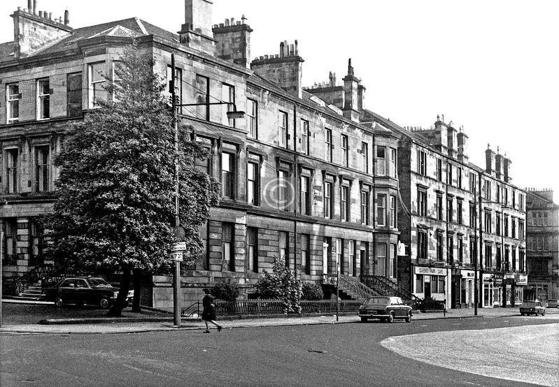 Queen's Dr.  /  Victoria Rd