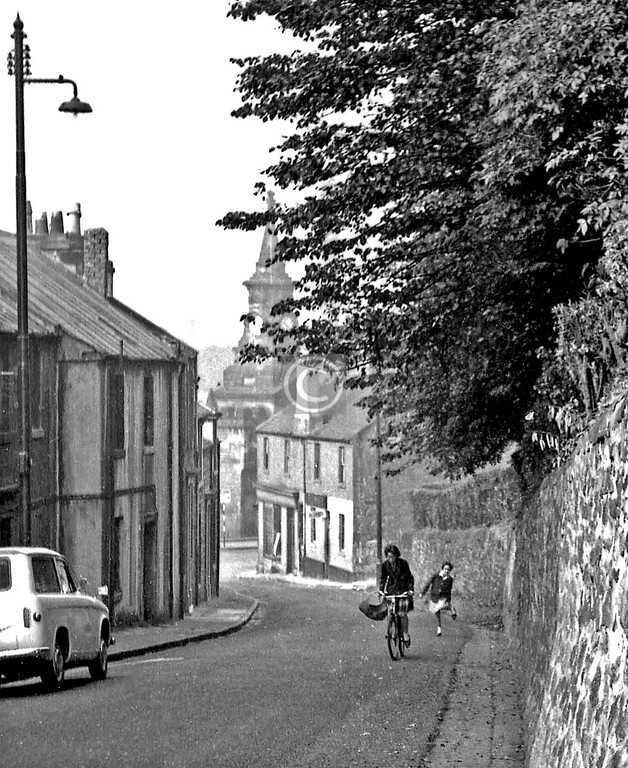 Shawhill Rd, Pollokshaws.      A schoolmate, Ken Sigrist, wanted a photo of himself to send to a girlfriend, and we settled on the Old Shaws as a location for it - I can't remember why, but it was a good choice. A Saturday morning, probably in June 1964.