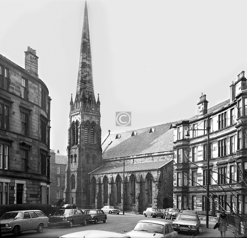 The elegant curve at the foot of Albert Av shows Queen's Park West Church (J.Thomson, 1876) to advantage.    March 1974