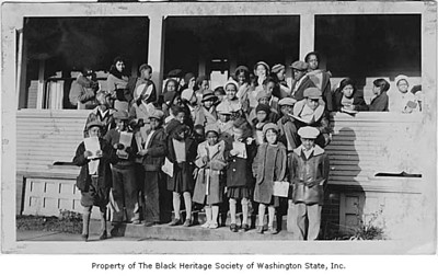 children outside phyllis wheatley YWCA 1932