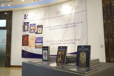 """2021 оны еспүгээр сарын 9. """"Чингис хааны өв, соёл"""" боть I,II,III цуврал судалгааны бүтээлийн нээлт, """"Монголын нууц товчоон"""" ном хэвлэлийн үзэсгэлэнгийн нээлт боллоо. ГЭРЭЛ ЗУРГИЙГ И.НОМИН/MPA"""