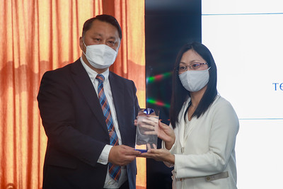 """2021 оны есдүгээр сарын 10. Монгол Улсын Их Сургуульд """"Инженер, технологийн дээд боловсрол"""" төслөөс судалгааны тоног төхөөрөмжийг хүлээлгэн өгөх үйл ажиллагаа боллоо.ГЭРЭЛ ЗУРГИЙГ Д.ЗАНДАНБАТ/MPA"""