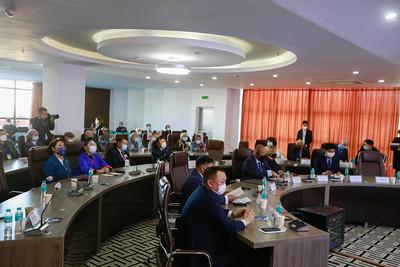 """2021 оны есдүгээр сарын 13. Монгол Улс, БНФУ-ын хооронд дипломат харилцаа тогтоосны 55 жилийн ойд зориулсан """"Алс газар сурахаар одогсод"""" номын нээлт, эрдэм шинжилгээний хурлын нээлт боллоо. ГЭРЭЛ ЗУРГИЙГ И.НОМИН/MPA"""