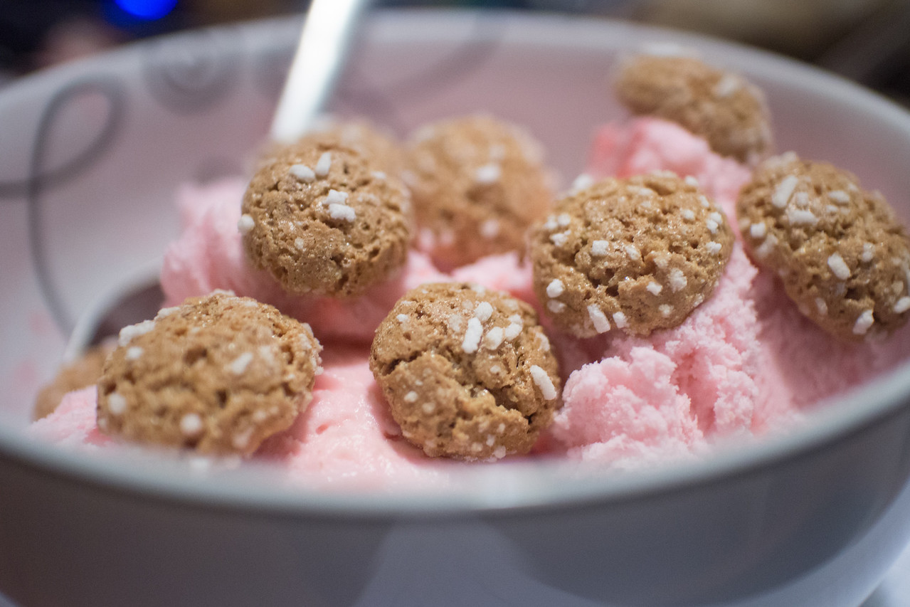 Day 338/1434 - Tis the season to mix a couple of my favorite desserts. Peppermint ice cream topped with amaretti cookies.
