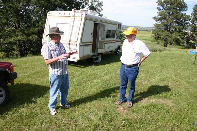 Arne and George discuss the finer points of Field Day.