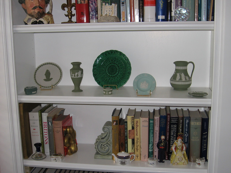 Wedgwood pieces with a Majollica plate