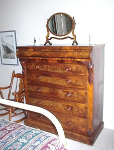 Guest room - Mid 19th century Scottish chest with gentleman's shaving mirror