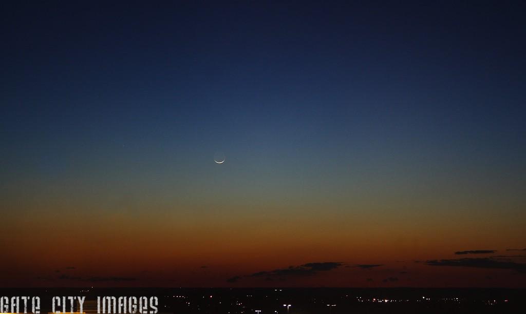 IMG_9314 Moon, comet Pan-STARRS sat DPP gmp