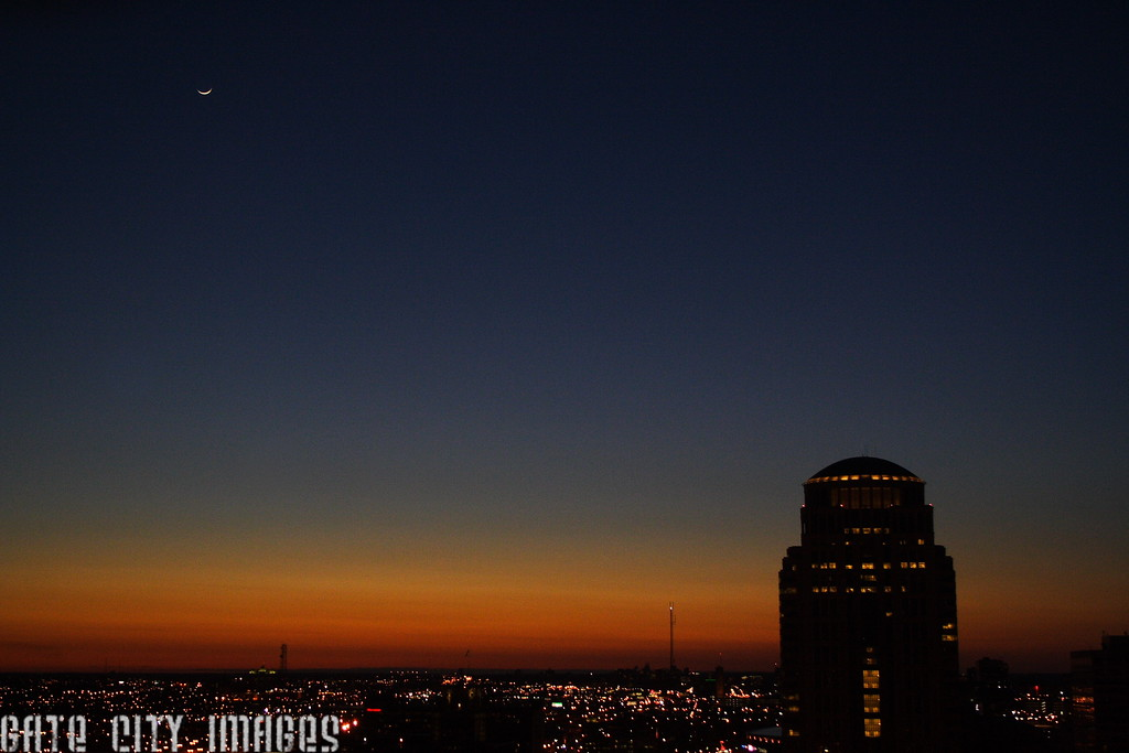 IMG_9398 St Louis skyline, moon, comet Pan STARRS attempt DPP