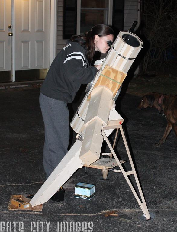 IMGA_42355 Kristin observing Jupiter Ians scope