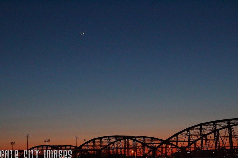IMG_0367 Moon, Venus, Mars over Lowell bridges