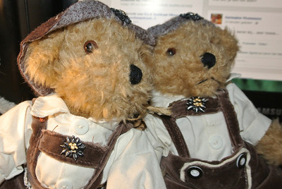 Bears 2013... En... Bears: 'Miss Angelina' & 'Miss Wendy'!...