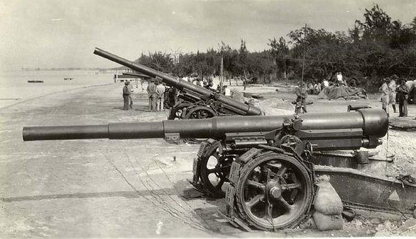 Original C. 1936 photograph depicting United States Army soldiers and a row of 155 MM coastal guns along the Hawaiian coast at Fort De Russy. Waikiki Beach Honolulu