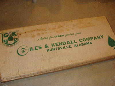 I start out with a few interesting photo's.  Obviously, this is the box it came in.  the box that's been in my fathers attic longer than I've been alive.