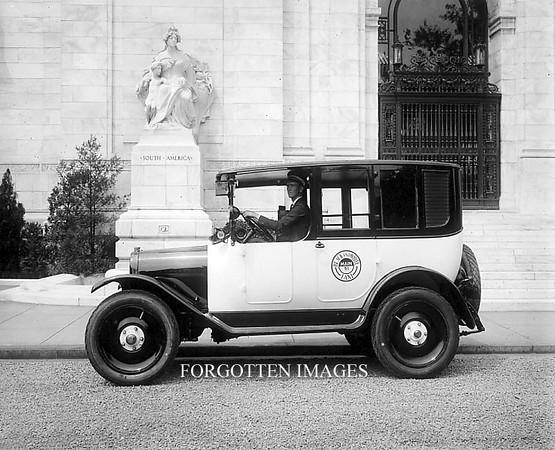 1920CheckerCabPhoto
