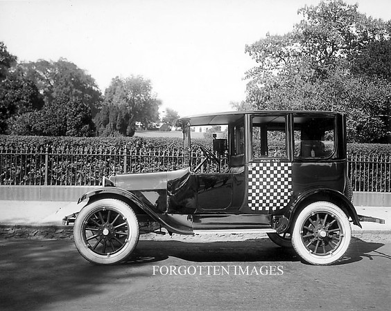 1910CheckerCabPhoto