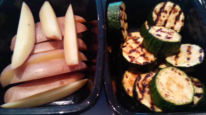 Potatoe slices and grilled zuccini